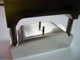 Alumínium hajlítószerszám szabadeflületű lemezhez