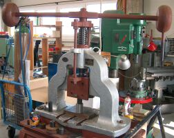 Mechanical press (25 t)